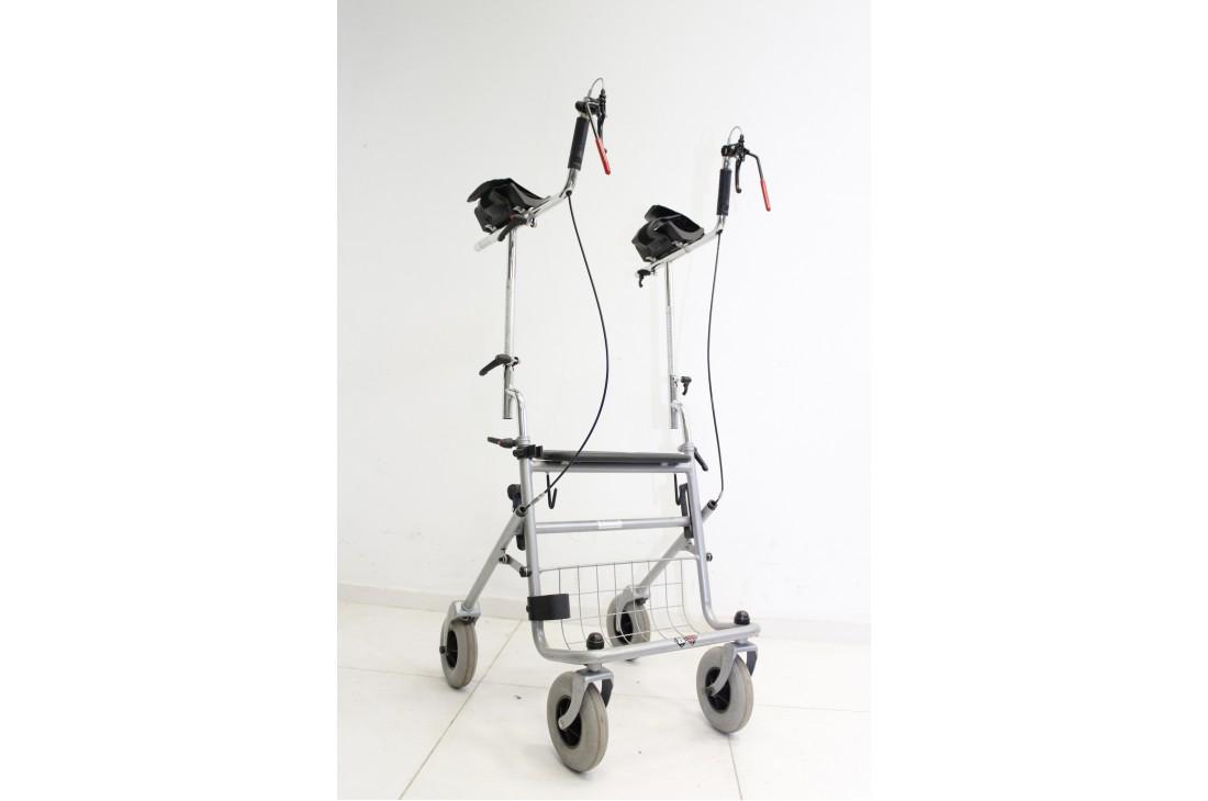 Balkonik rehabilitacyjny czterokołowy typu ambona - z podparciem